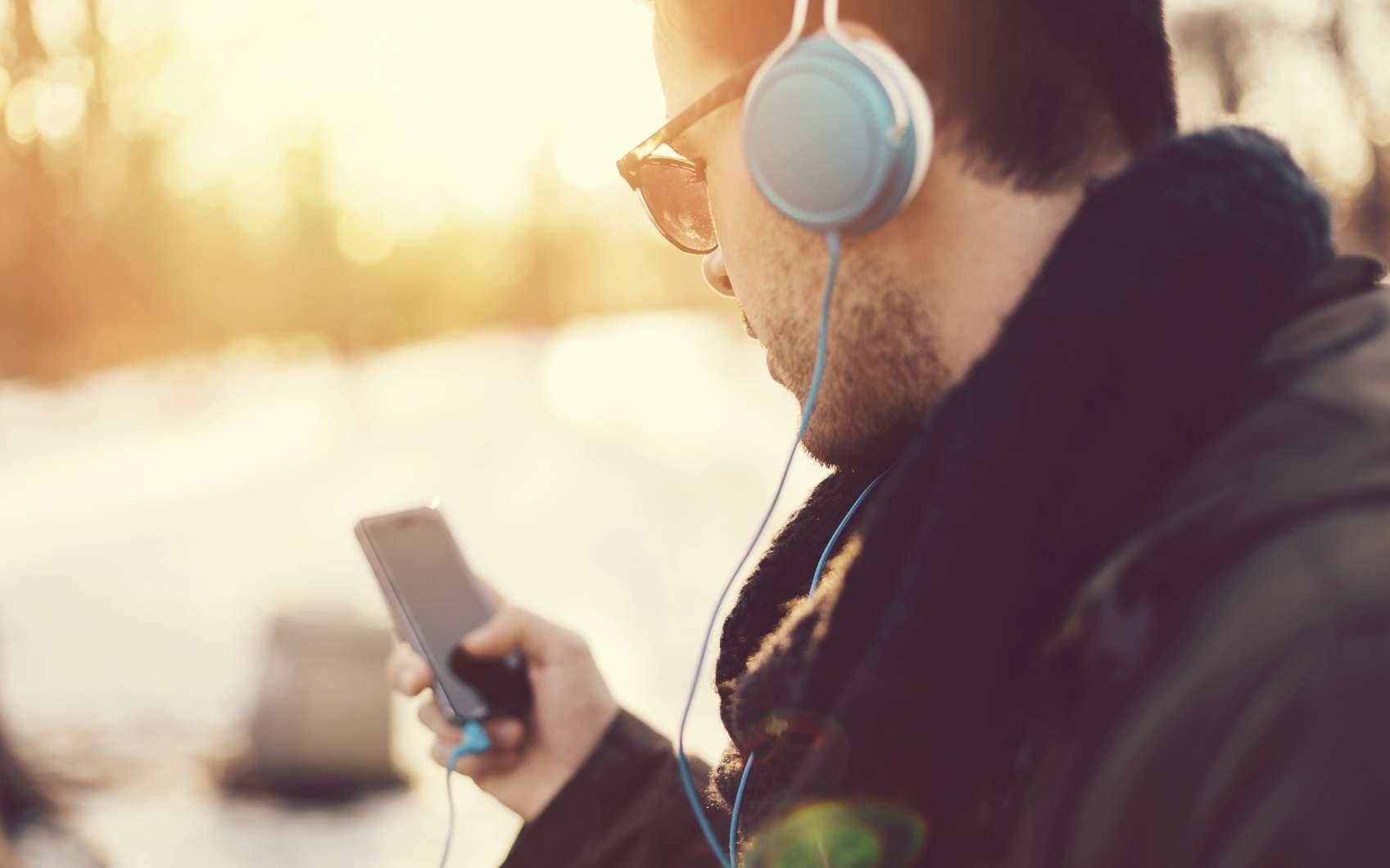 Un simple fichier audio, comme une chanson ou un podcast, peut cacher un malware. © Martin Dimitrov, Istock.com