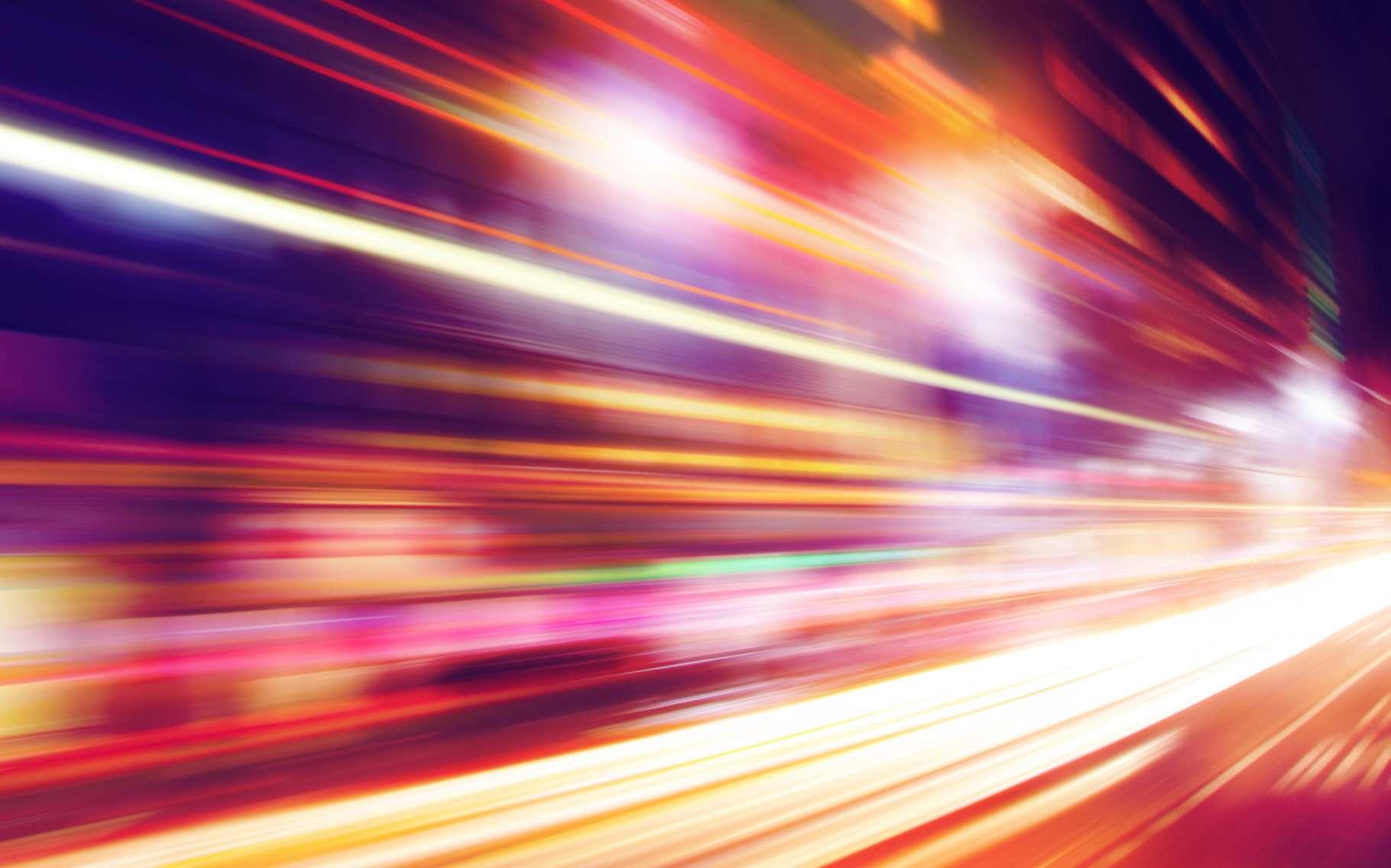 Pour retenir la valeur de la vitesse de la lumière dans le vide, on peut se souvenir de la phrase suivante et compter le nombre de lettres dans chacun des mots qui la composent : la constante lumineuse restera désormais là, dans votre cervelle. © Elenamiv, Shutterstock