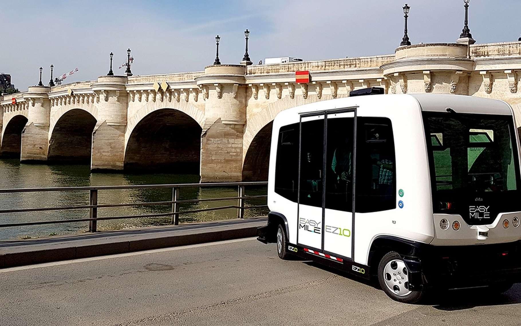 La RATP teste des navettes autonomes dans le bois de Vincennes. La navette électrique conçue par Easymile a par ailleurs commencé à relier les gares d'Austerlitz et de Lyon, dans Paris. © Easymile