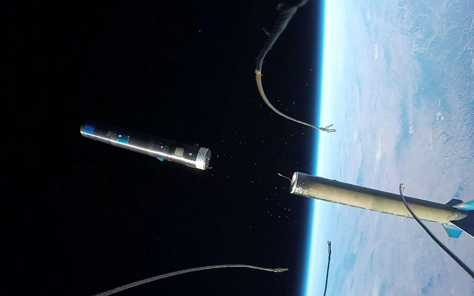 Une photo extraite de la vidéo montrant la séparation des étages de la fusée SpaceLoft-10. Elle emportait une capsule de la Nasa pour tester son retour sur Terre. © UP Aerospace