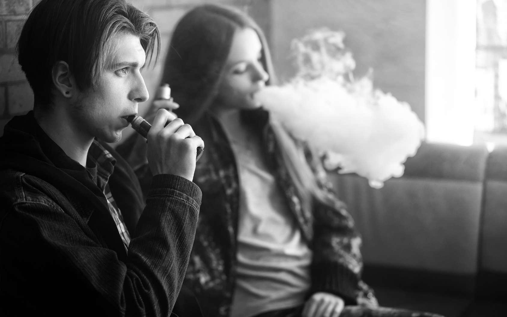 Un lien entre le vapotage et les maladies pulmonaires sévères semble établi. © aleksandr_yu, Fotolia
