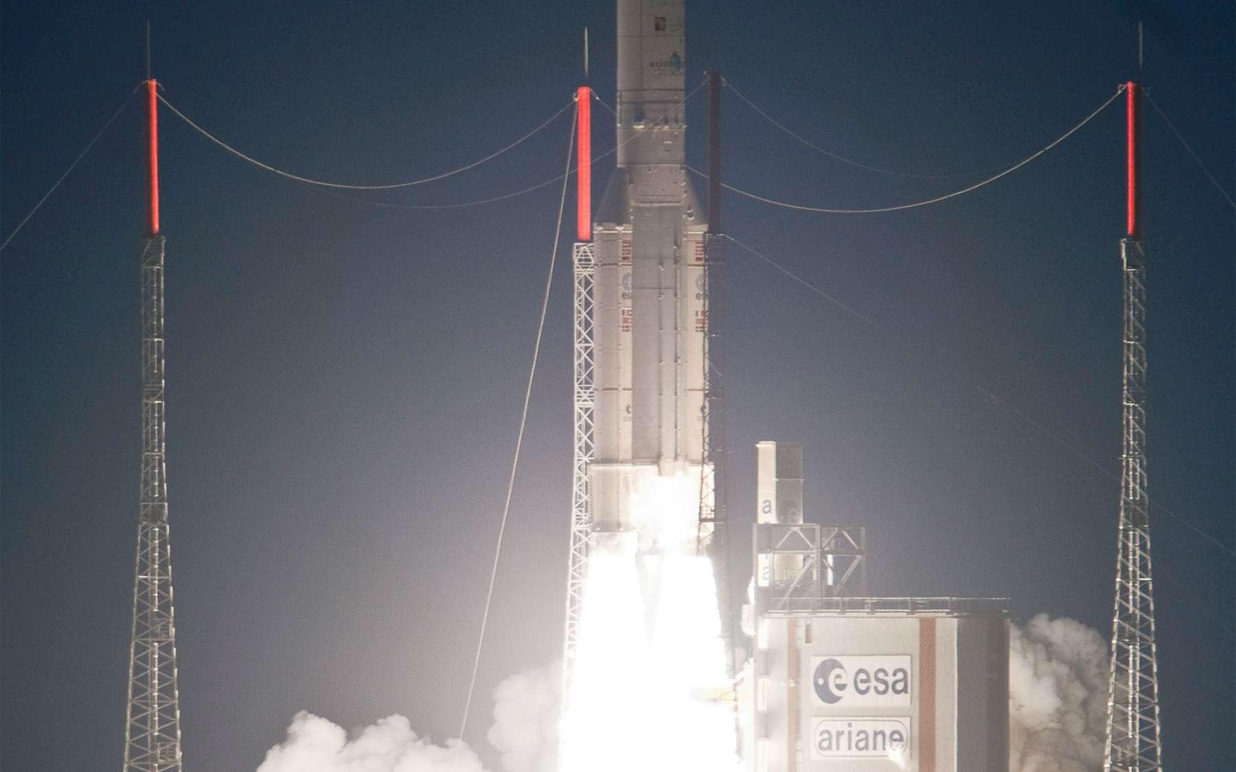 Après l'ATV Johannes Kepler en février, la deuxième mission de l'année d'Ariane 5 a été réalisée avec succès. Le lanceur européen a lancé deux satellites de télécommunications représentant un record de masse à satelliser. © Esa/Cnes/Arianespace/Photo Optique vidéo du CSG & S. Martin