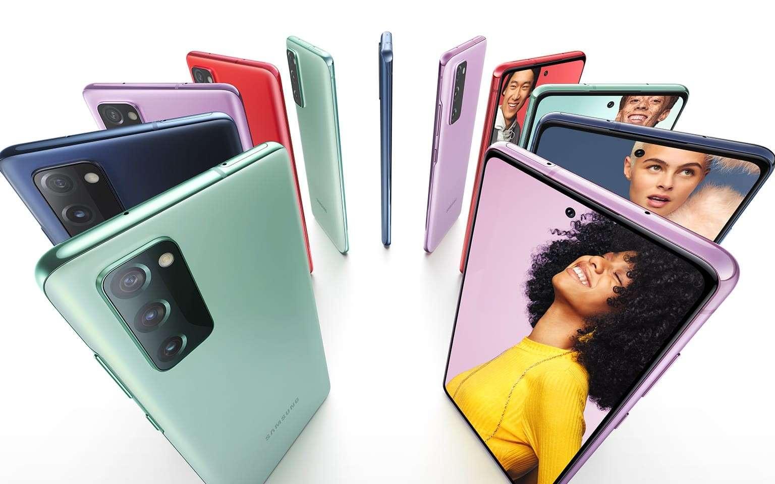 Le Galaxy S20 FE, le dernier-né de la famille S20, se décline en six couleurs. © Samsung
