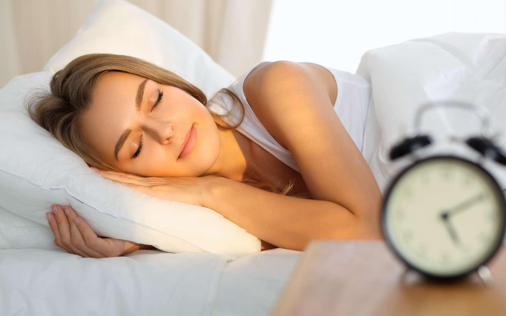 Entre les trois phases que sont le sommeil léger, le sommeil profond et le sommeil paradoxal, nos nuits ne sont pas si simples ! © volha_r, fotolia