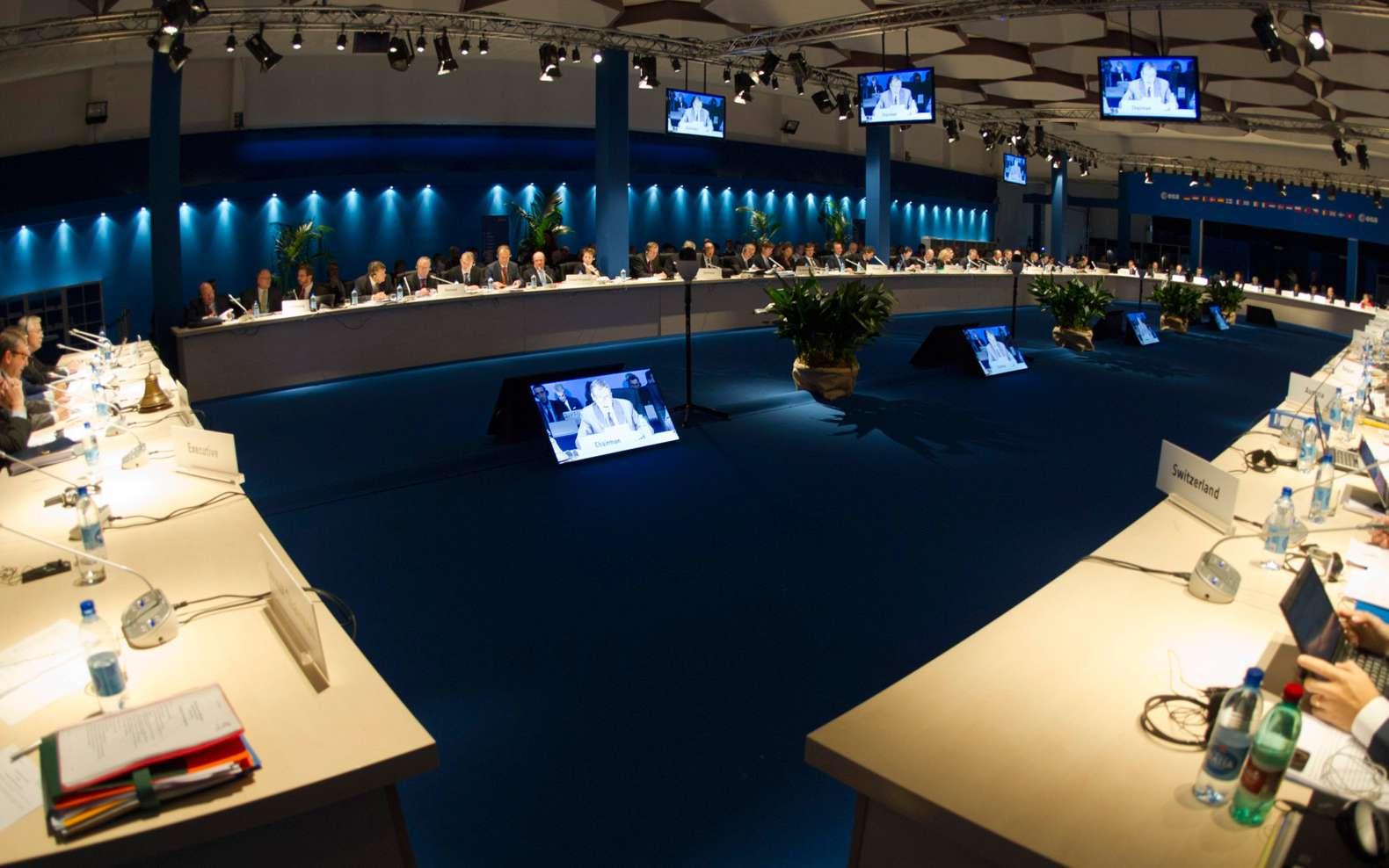 Réunis pour deux jours à Naples, les ministres en charge des questions spatiales des États membres de l'Esa ont tenu à rappeler que nous profitons tous les jours de la technologie spatiale et qu'il serait très difficile de s'en passer. © Esa, S. Corvaja