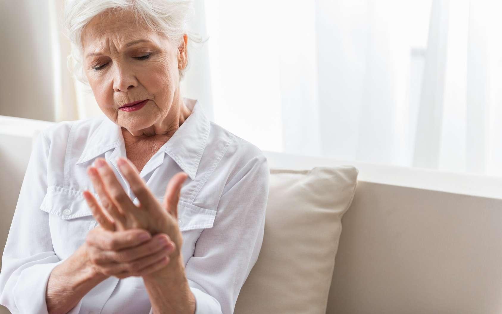 L'arthrose provoque des douleurs aux articulations. © YakobchukOlena, Fotolia