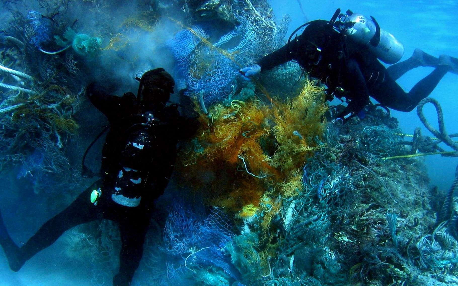De toutes tailles, les restes d'objets en matière plastique sont désormais retrouvés dans les océans tout autour du Globe. © DR