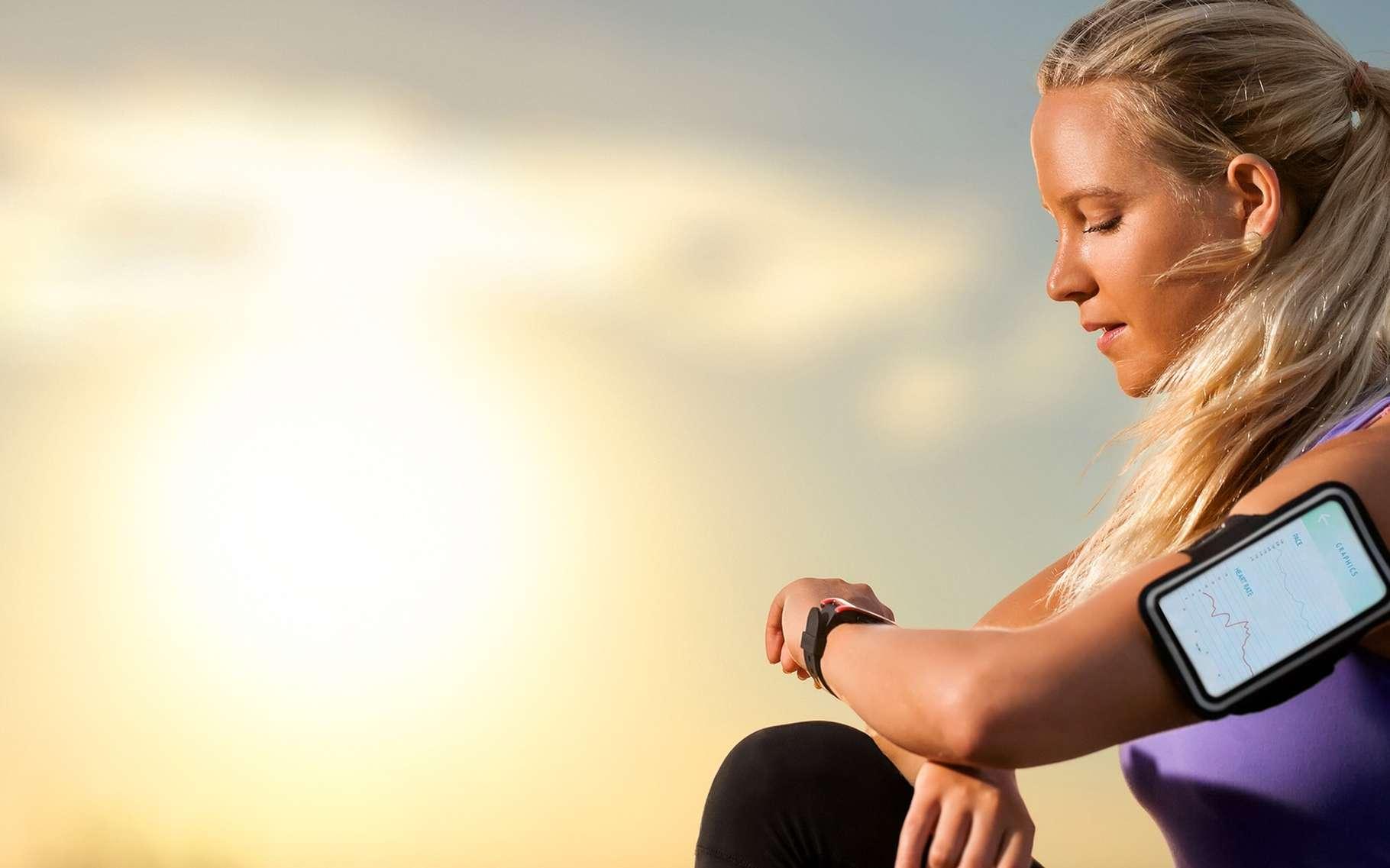 Les bracelets connectés permettent aux sportifs comme aux non-sportifs de suivre leur dépense énergétique. Un marché très florissant. © karelnoppe, Shutterstock