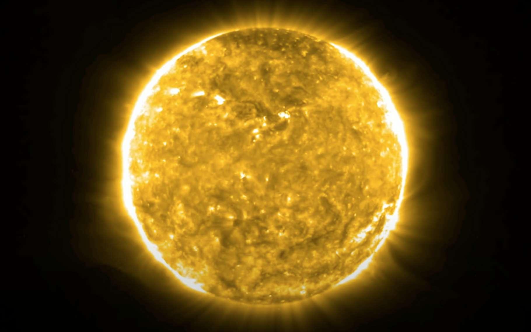 Sur cette image, notre Soleil, juste avant que ne survienne l'éjection de masse coronale (EMC) immortalisée par Solar Orbiter, le 12 février 2021. © ESA