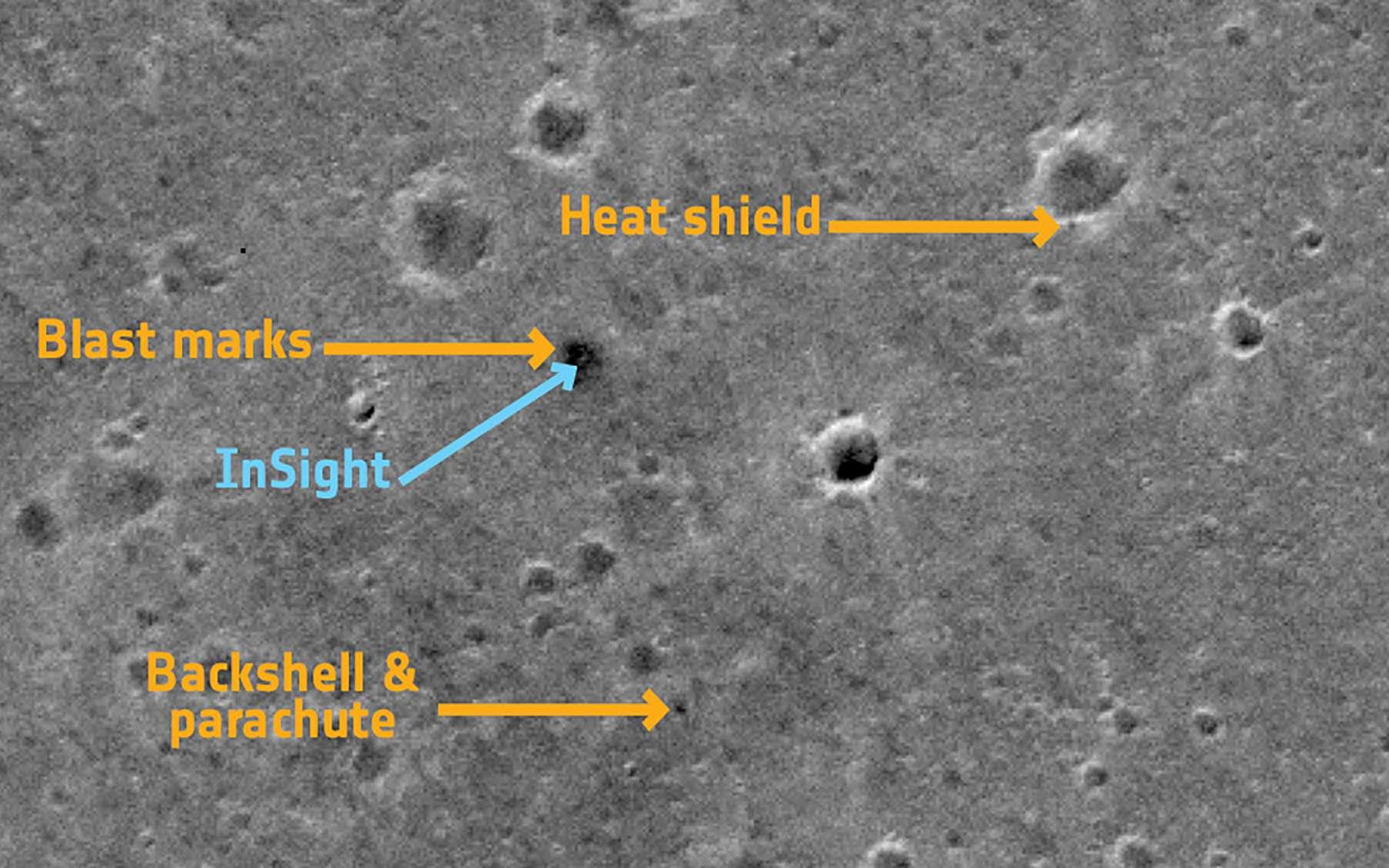 Vue du site d'atterrissage d'InSight par le satellite TGO de la mission ExoMars. © Université de Berne, université d'Arizona, Inaf-Padova.