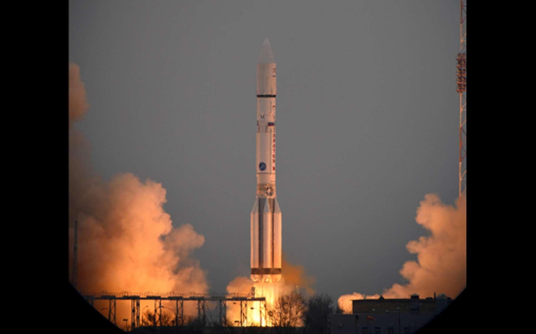 Un lanceur Proton-M a décollé de Baïkonour (Kazakhstan) ce lundi 14 mars à 9 h 31 TU (10 h 31 en heure française métropolitaine), emportant la mission ExoMars 2016, avec l'orbiteur TGO et la capsule Schiaparelli. © Esa