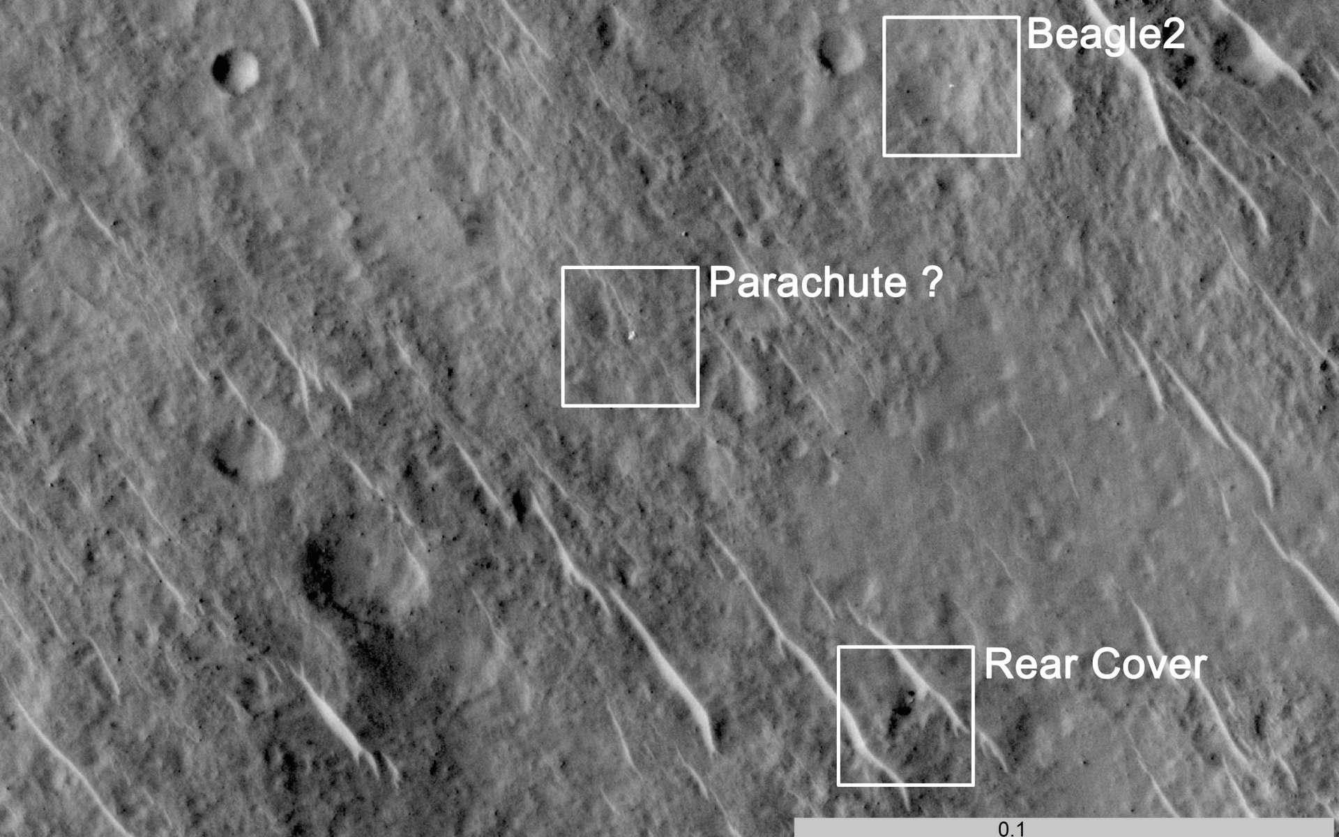 L'image saisie par HiRise. La forme blanche, à gauche, pourrait être le parachute. Vers le bas, on distingue sans doute le bouclier arrière (Rear cover) et, en haut, Beagle 2 lui-même. © University of Leicester/ Beagle 2/Nasa/JPL/University of Arizona