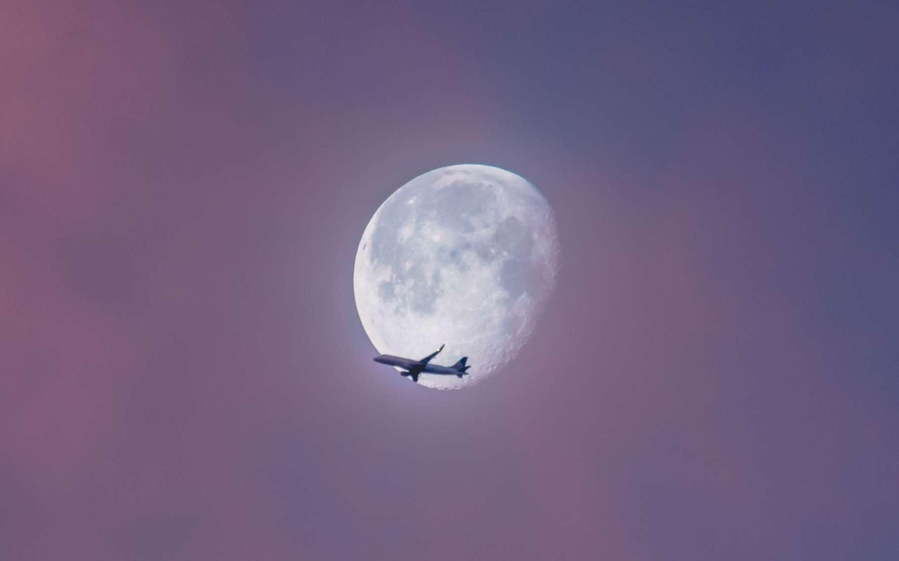 Les avions ne volent pas à une altitude fixe. Ils volent à des altitudes qui varient selon de nombreux paramètres. © Ian Simmonds, Unsplash
