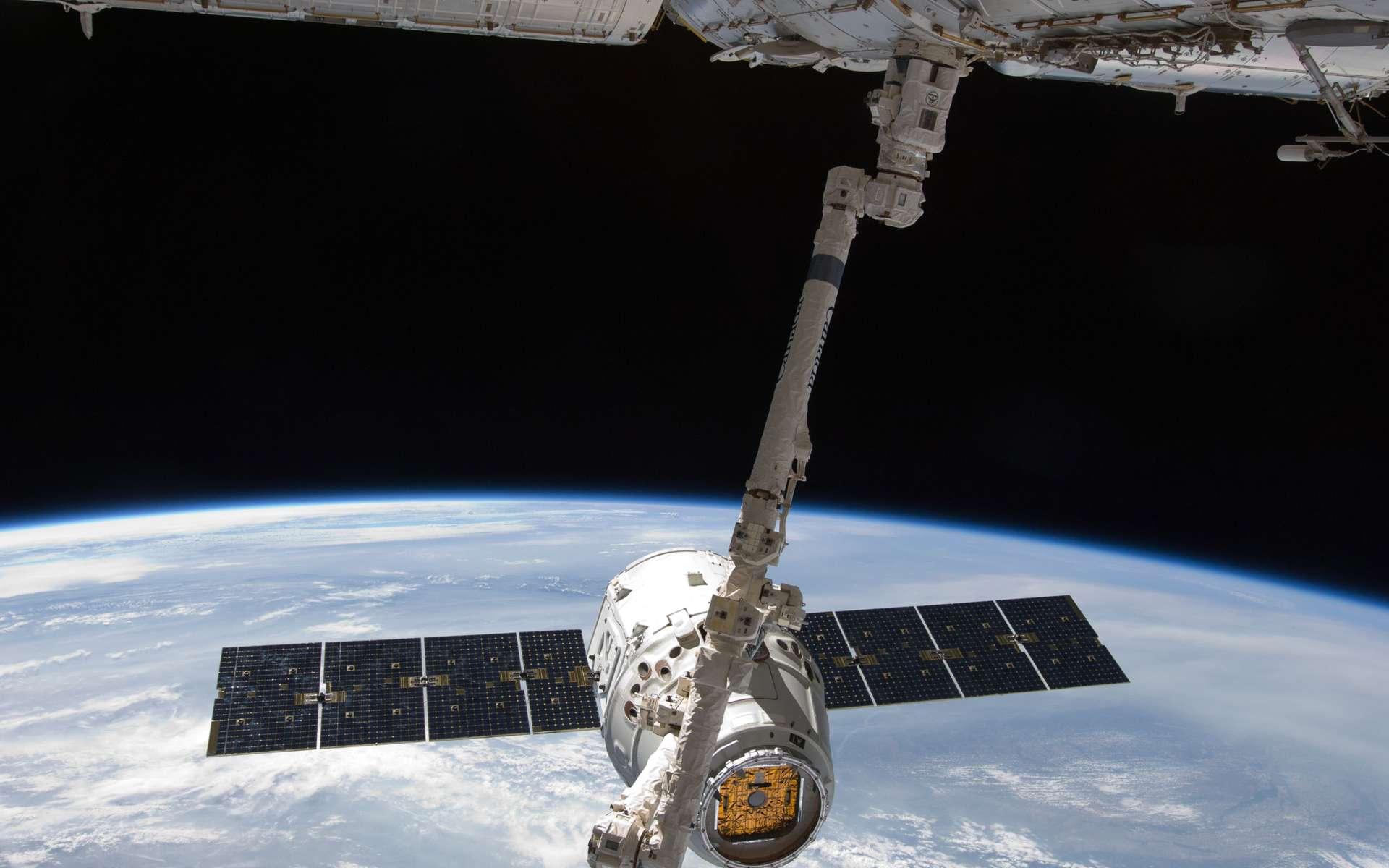 Avec son système de lancement, SpaceX fait le pari d'un accès fiable et économique à l'espace. Une aubaine pour la Nasa qui peut se concentrer sur le développement d'un lanceur lourd et d'une capsule habitée pour l'exploration. © Nasa