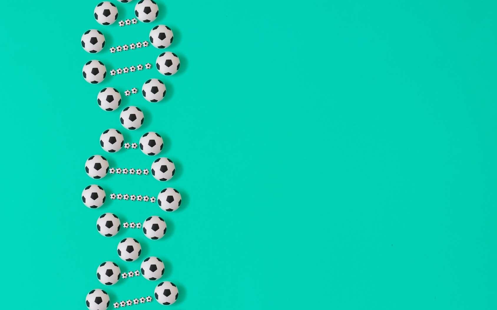 Une double hélice d'ADN avec des ballons de foot. © Olga Ibragimova, Fotolia