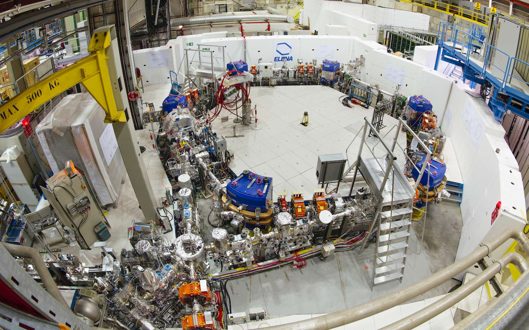 Les chercheurs du Cern prévoient de transporter des antiprotons — ralentis grâce à une installation baptisée Elena et présentée ici — d'un laboratoire à un autre à bord d'un camion. © Cern