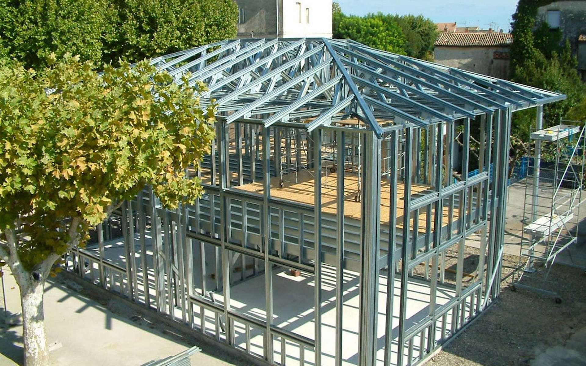 L'ossature métallique appliquée à la construction d'une maison individuelle de grande superficie et à étage. © Masfer