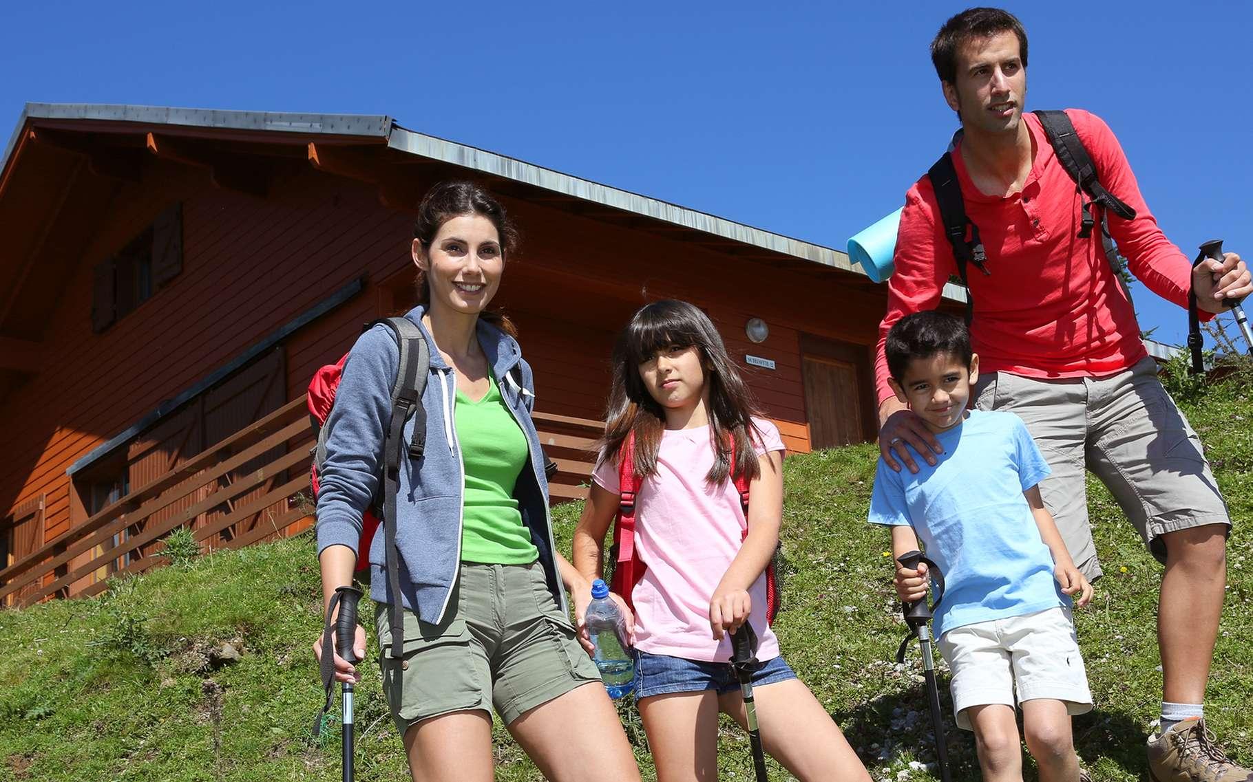 Un conseil : faites de la randonnée pédestre un jeu, pour donner aux enfants le goût de la marche en famille et de la nature. © goodluz, Shutterstock
