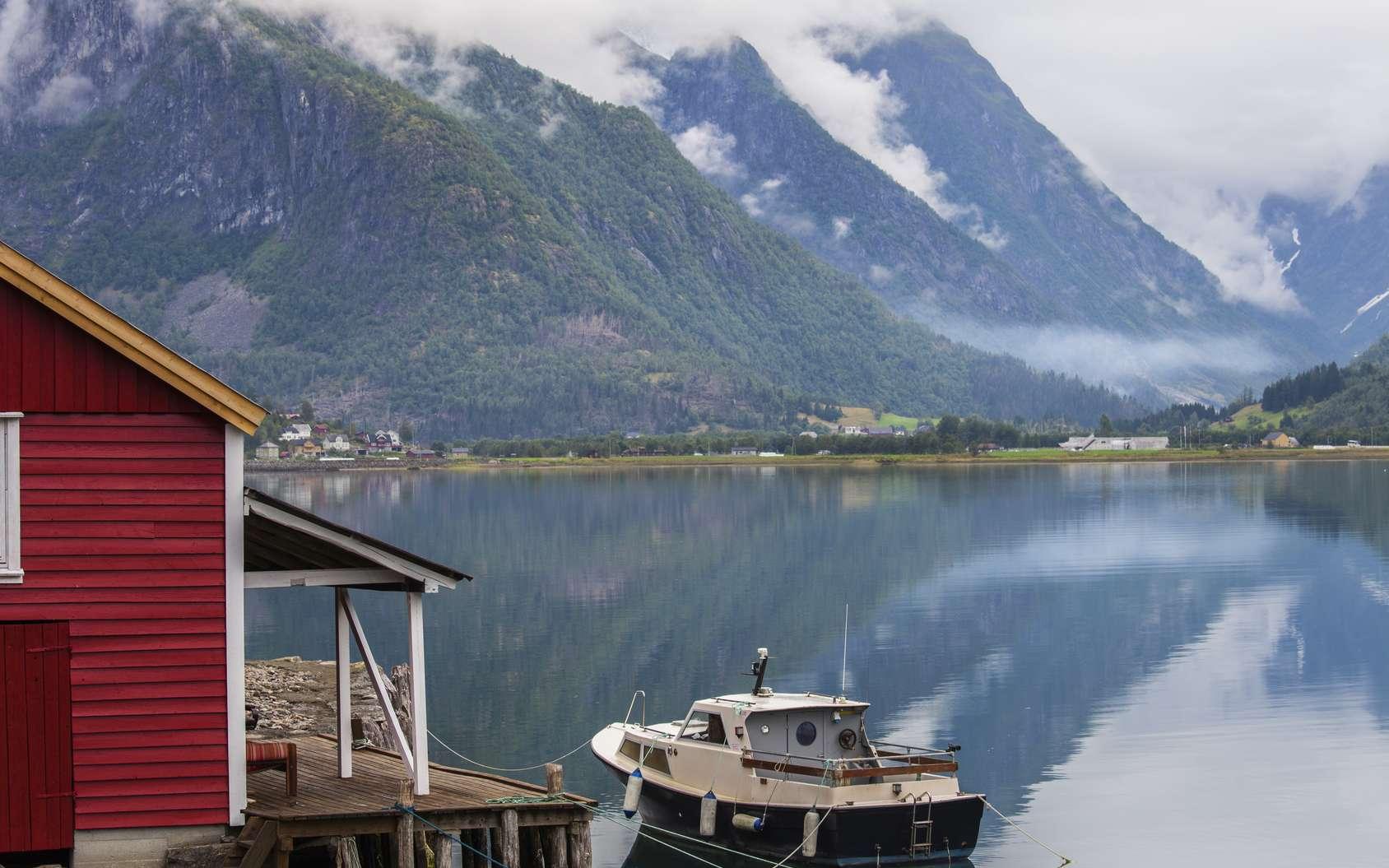 Les fjords de Norvège découpent la côte rocheuse en multiples chenaux. © julienguillot, Fotolia
