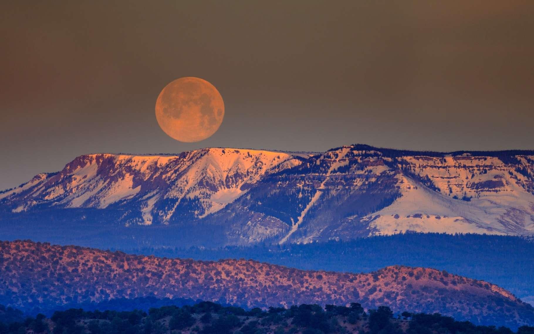 Lorsque notre satellite est à son périgée au moment de la pleine Lune, on assiste à une superlune. © Andrea Reiman, Unsplash
