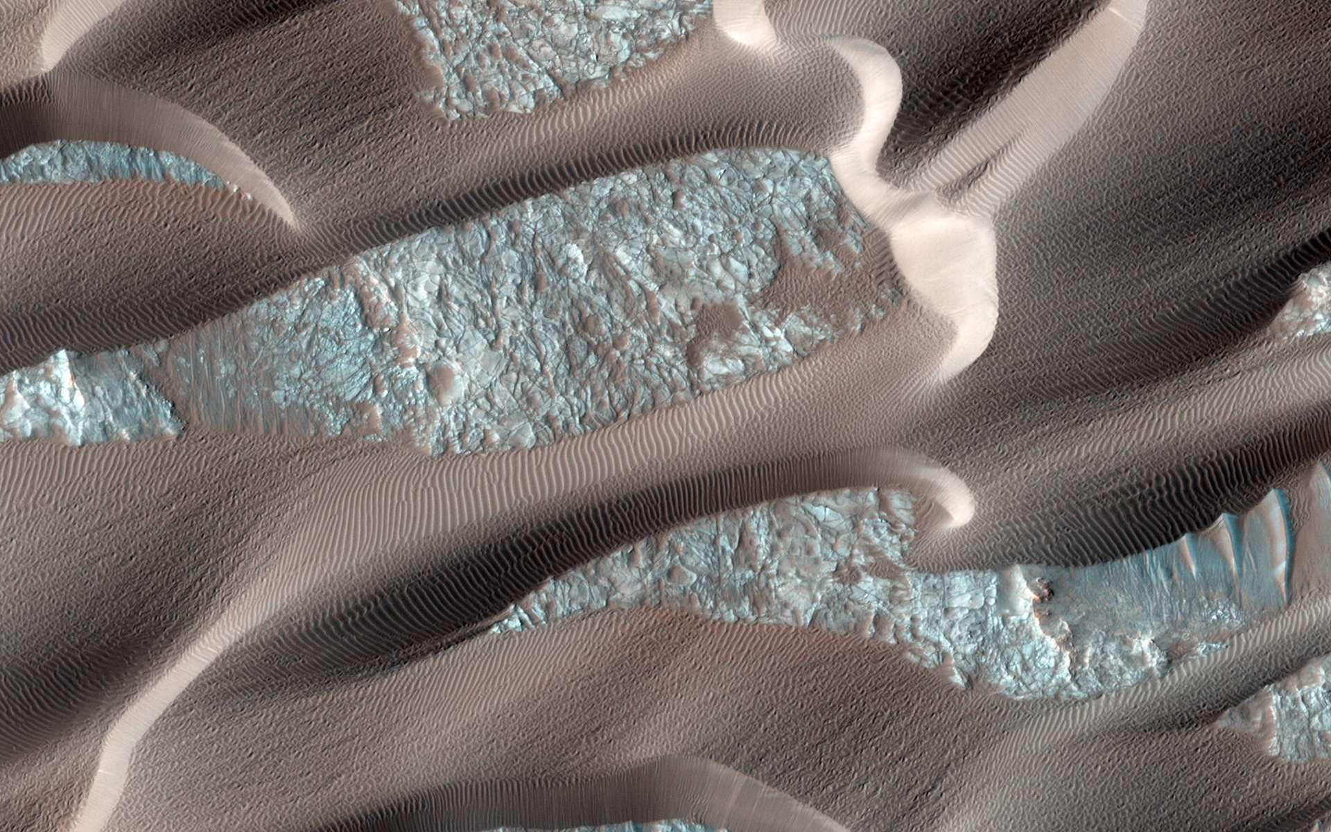 Le champ de dunes de Nili Patera, sur Mars, est un des plus actifs de la Planète rouge. Ces dunes de sable ondulent sous des vents quasi quotidiens pouvant atteindre 120 km/h. © Nasa, MRO, Hirise Science team