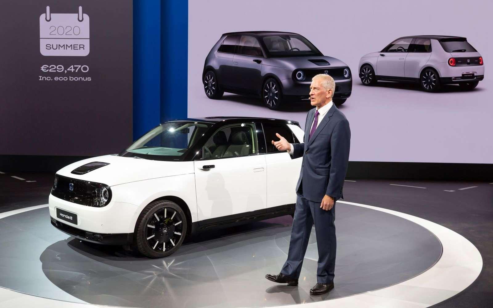 La Honda e se décline en plusieurs couleurs et le bonus écologique lui permet d'être accessible à moins de 30.000 euros. © Honda