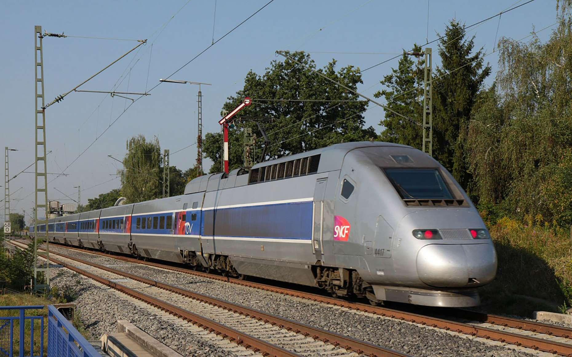 Le train est bénéfique pour la Planète. © Norbert Hüttisch, Karlsruhe, Wikimedia Commons, CC 3.0