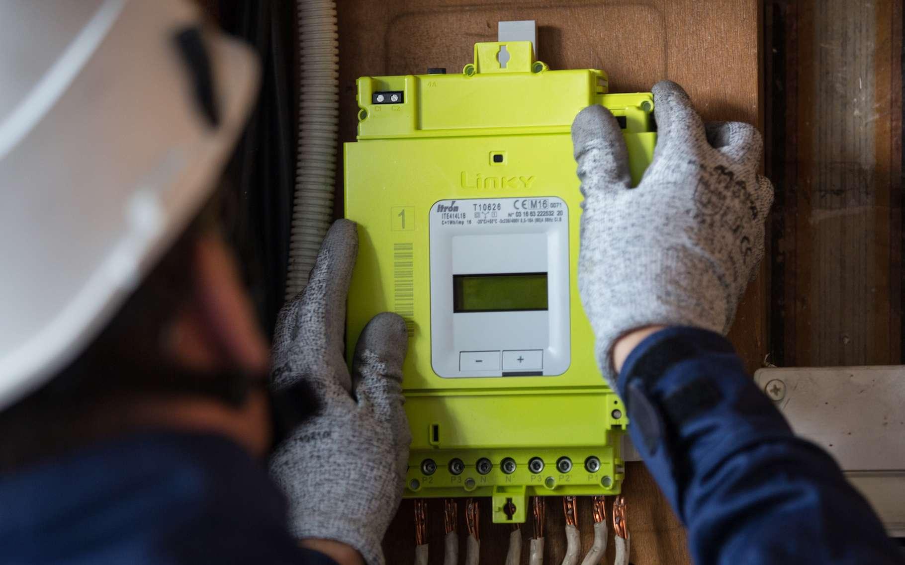Linky, le compteur électrique intelligent d'Enedis, fait polémique depuis le début de son installation dans les foyers français. © Louis Fauquembergue, Enedis