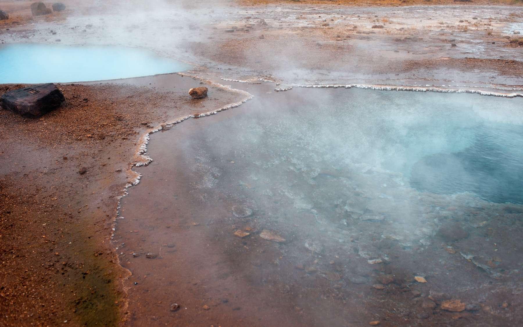 Le sulfure d'hydrogène est naturellement émis par les sources d'eau chaude. © Ulia Koltyrina, Adobe Stock