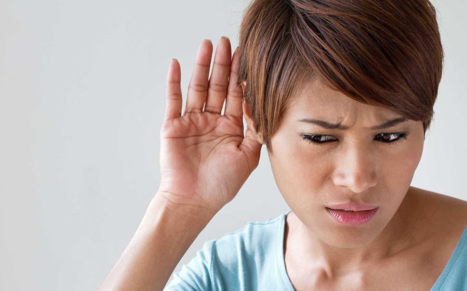 Vous entendez mal? Peut-être est-il temps de penser à choisir un appareil auditif. Mais ce n'est pas si simple. Plusieurs paramètres doivent être pris en compte. © 9nong, Fotolia