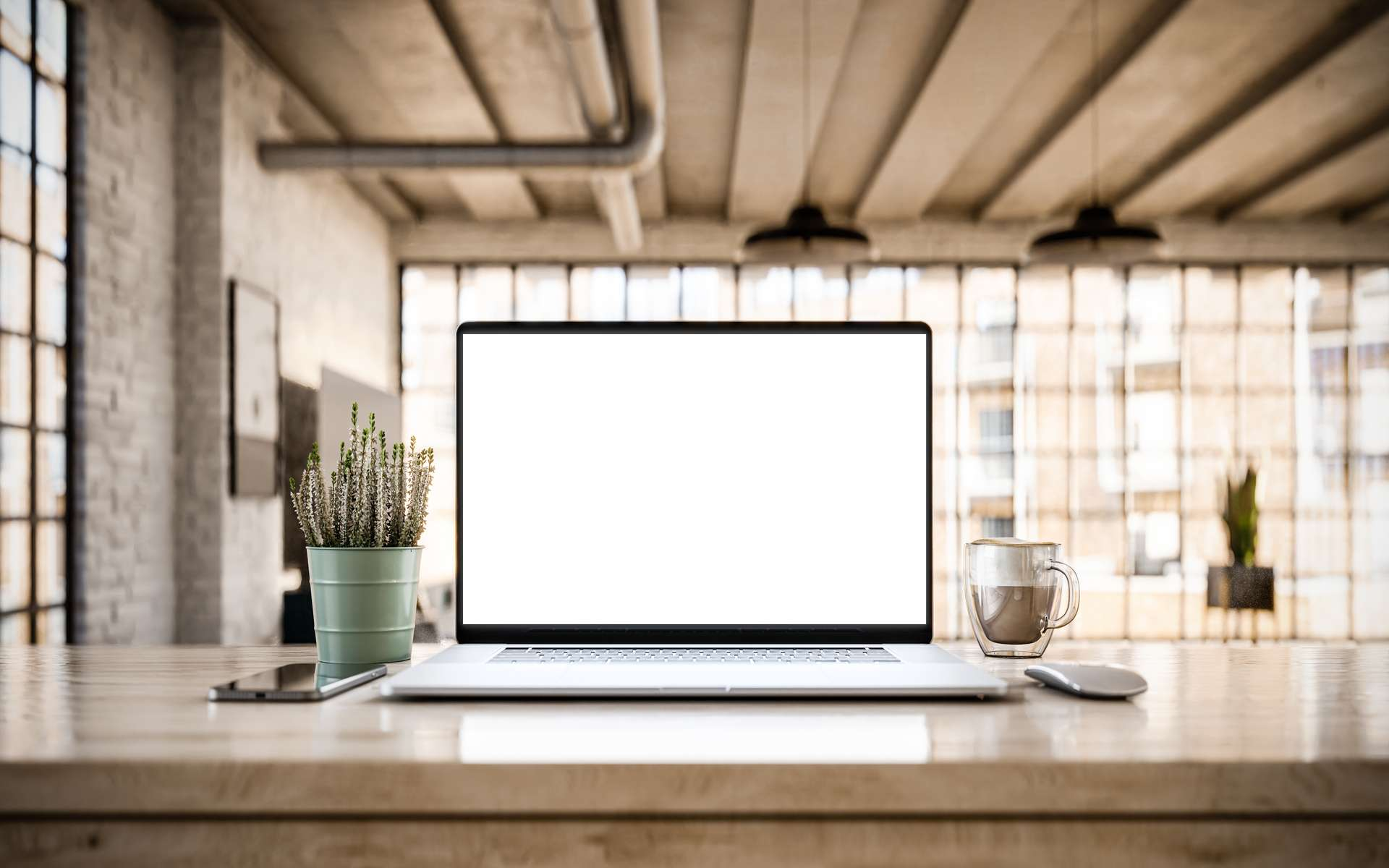 L'écran sans cadre offre une immersion complète. © guteksk7, Adobe Stock