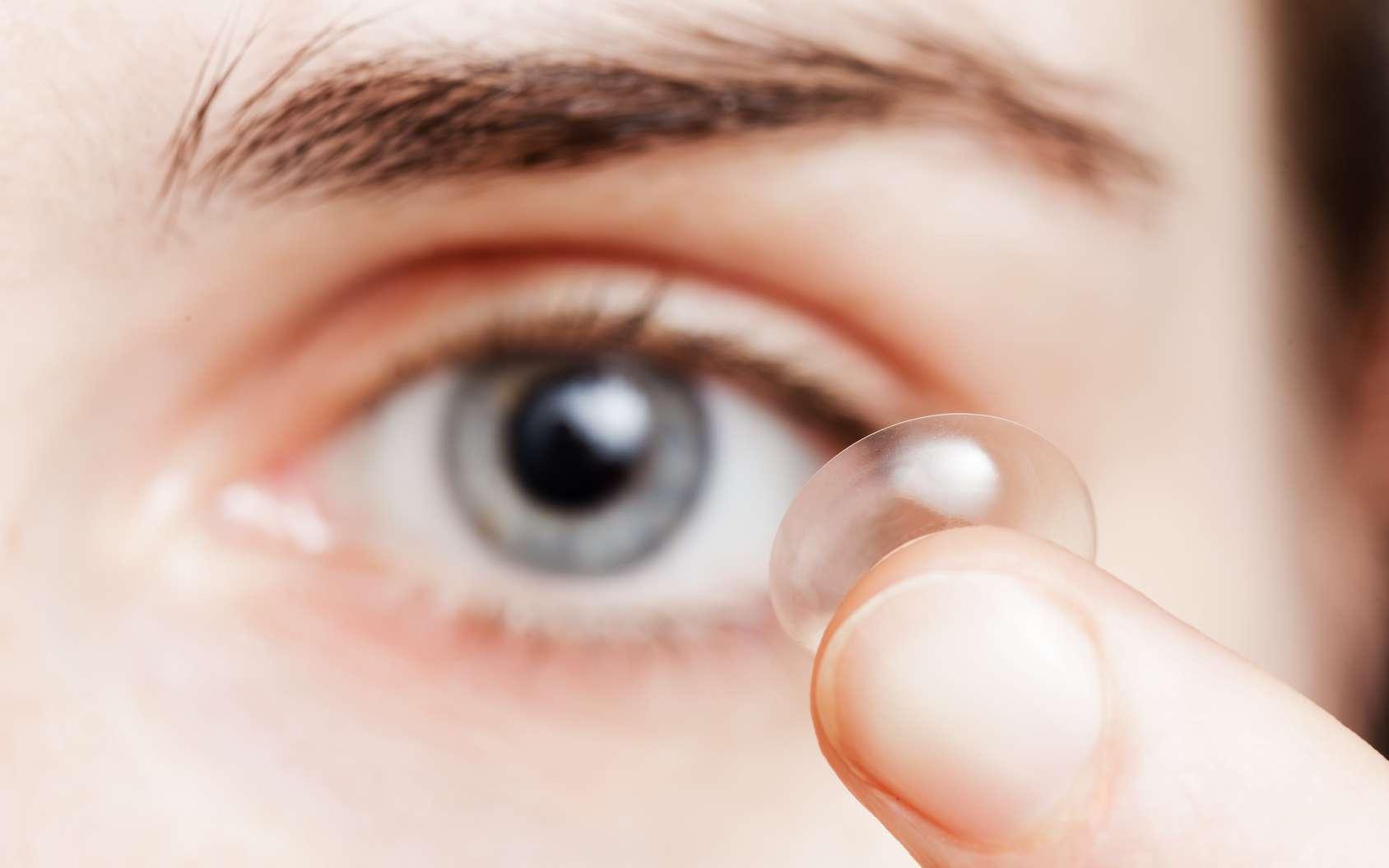 Un tiers de porteurs de lentilles avouent avoir déjà gardé ses lentilles pour dormir la nuit. © Victor Koldunov, Fotolia