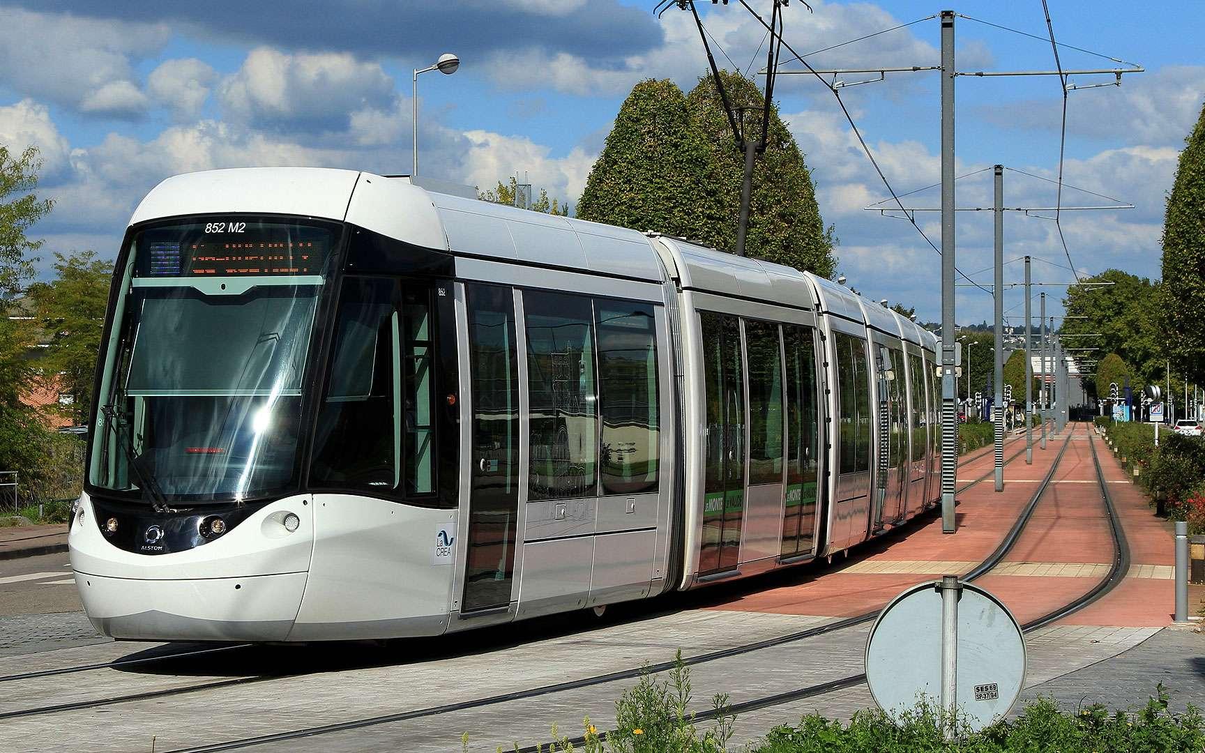 L'ancêtre du tramway. En 1901, Santa Cruz de Tenerife s'équipe d'un tramway électrique qui fonctionnera cinquante ans. Comme dans beaucoup de grandes villes, le tramway a cédé la place à l'automobile. Le tracé de cette première ligne a été repris pour le tramway actuel, dont le projet a été initié en 2000. © MTSA