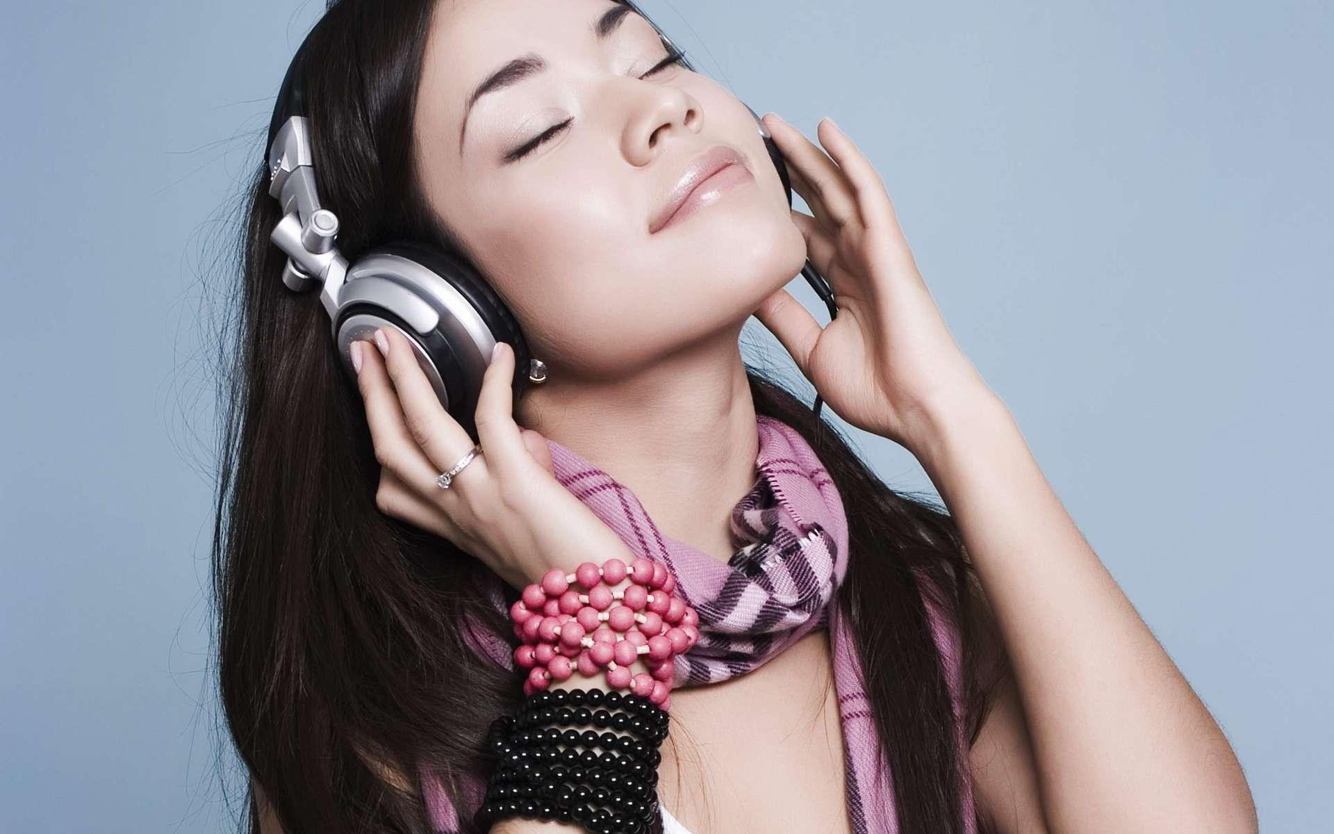 Les troubles auditifs ne sont plus réservés aux personnes âgées. Avec l'usage du casque et des écouteurs, les 15-30 ans sont aussi touchés. Ils sont pourtant conscients des risques pour 98 % d'entre eux.