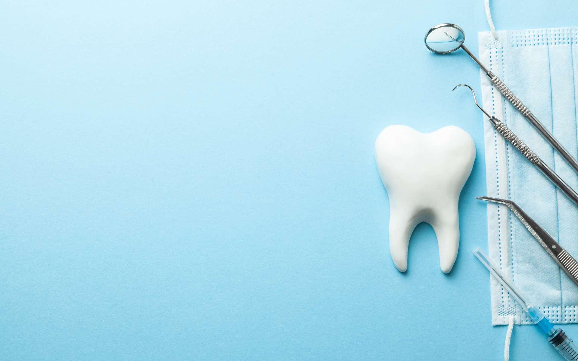 Problèmes de dents : le réflexe antibiotique n'est peut-être pas toujours une bonne idée. © adragan, Adobe Stock