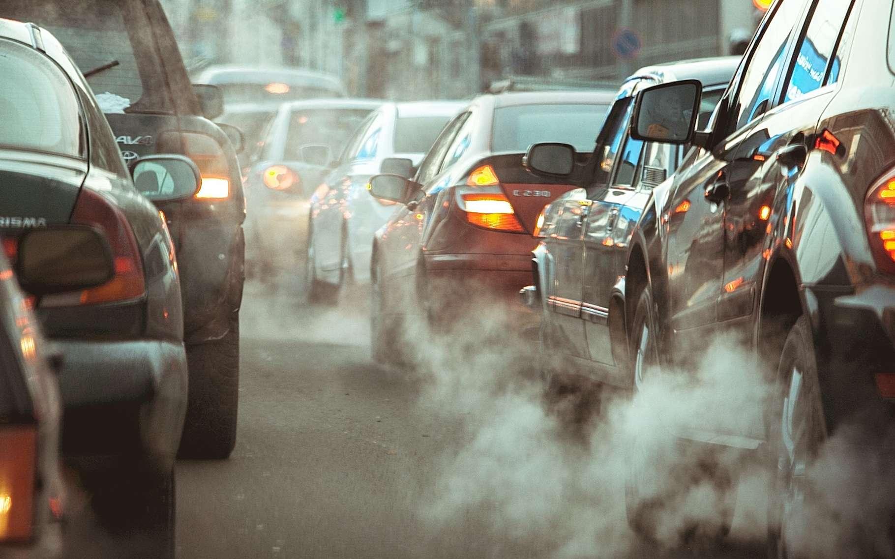 Des chercheurs de l'université du Texas montrent le rôle des émissions des voitures dans la nucléation et le développement des particules ultrafines. © Семен Саливанчук, Adobe Stock