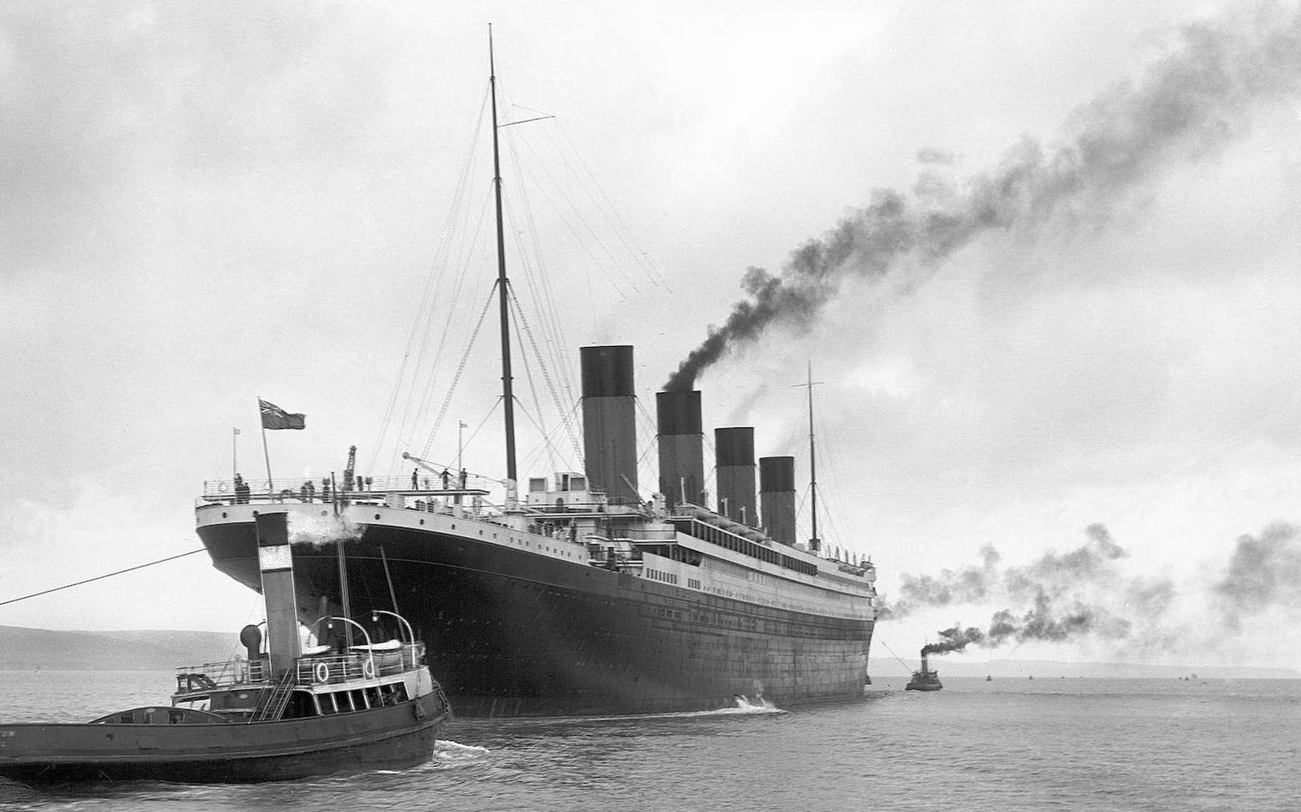 Le Titanic à son départ de Belfast, le 2 avril 1912. Un peu plus de dix jours avant son naufrage. © Robert John Welche, Wikipedia, Domaine public
