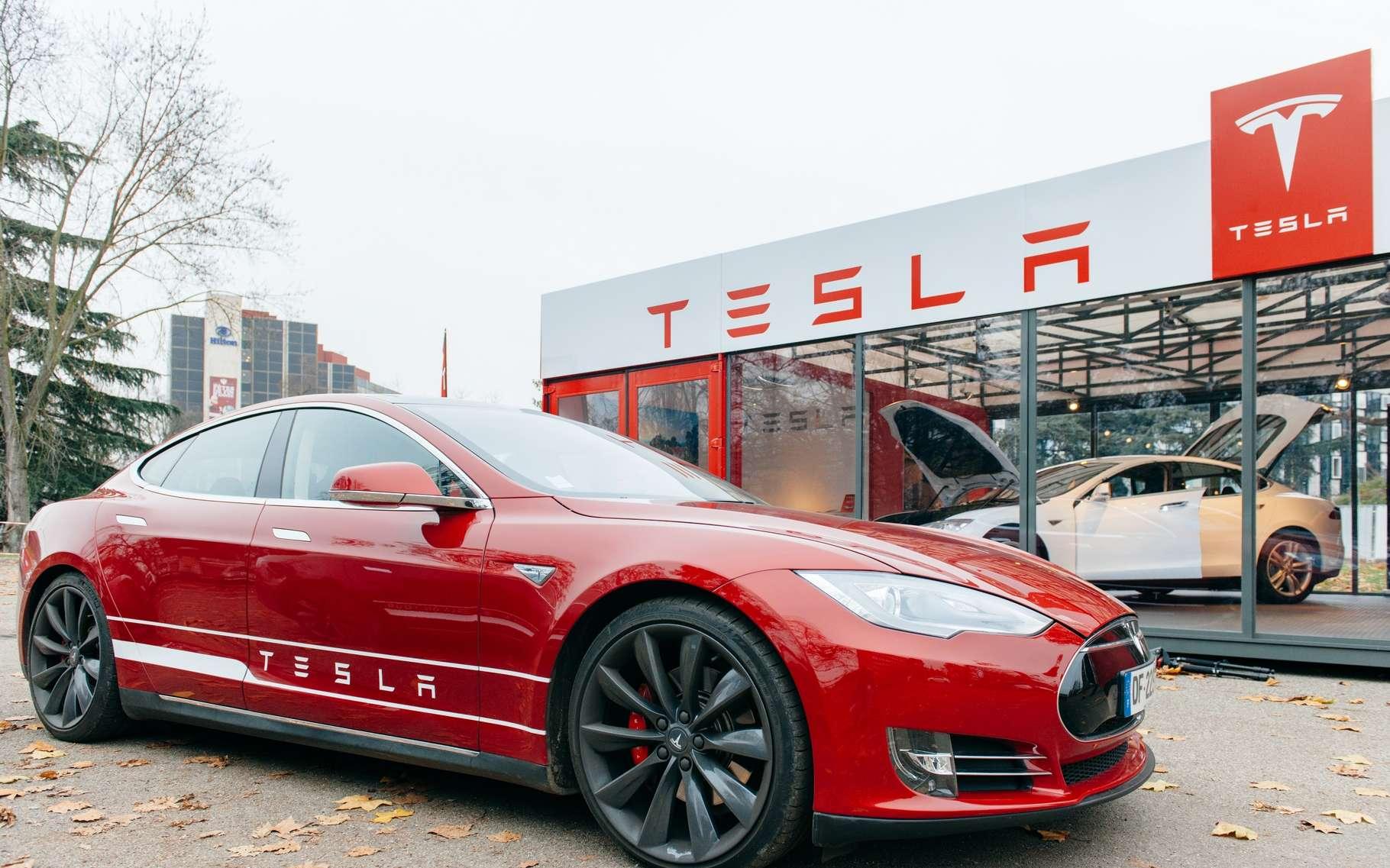 En 2015, Tesla a vendu près de 51.000 voitures dont une majorité de Model S. Le constructeur a révélé qu'un premier accident mortel avait eu lieu avec ce type de véhicule, en pilote automatique. © Hadrian, Shutterstock