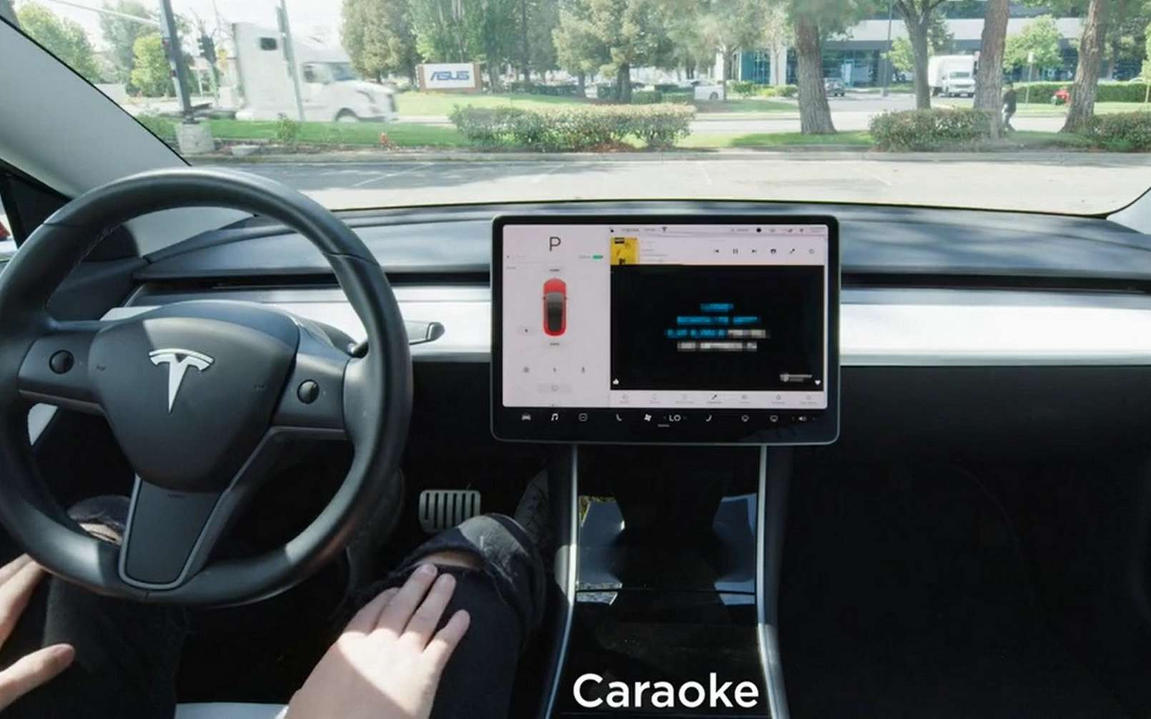 Le mode « Caraoke » est disponible avec la mise à jour logicielle V10 de l'OS Tesla. © Tesla