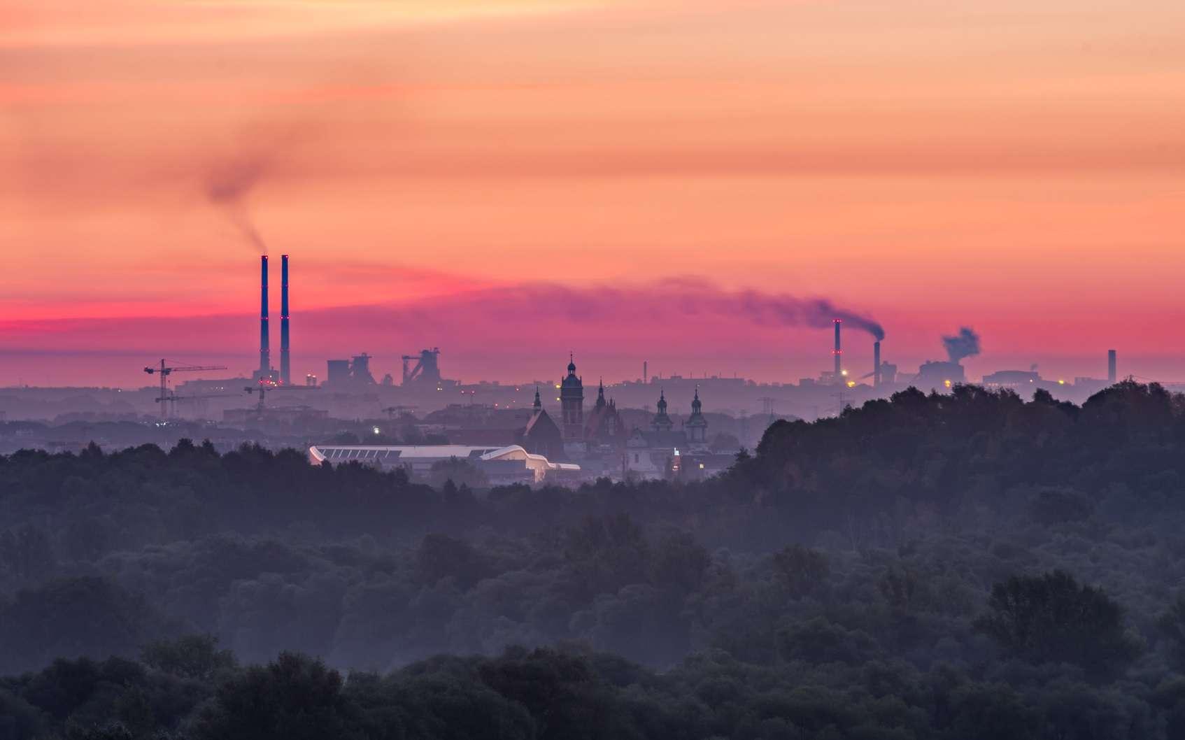 Les NOx sont produits par les combustions, essentiellement par l'industrie et le transport routier. © tomeyk, Fotolia