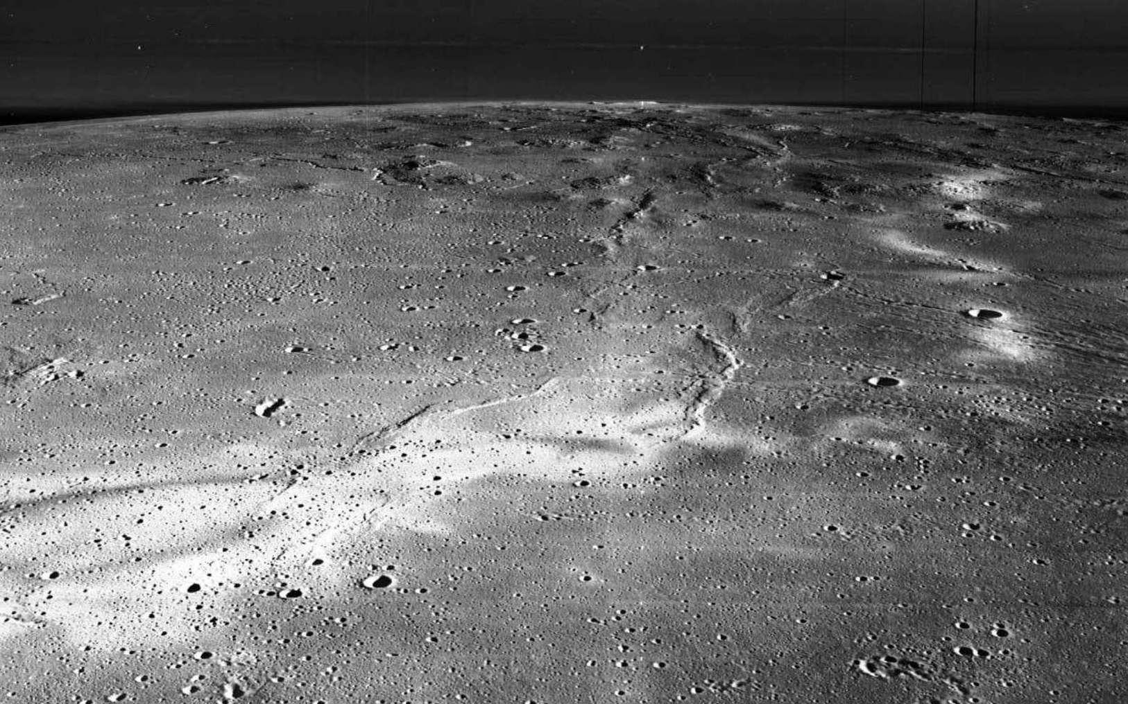 Reiner Gamma se trouve sur l'Oceanus Procellarum, à l'ouest du cratère Reiner et à l'est du cratère Galilaei. Il a une dimension globale d'environ 70 à 75 kilomètres. © Nasa