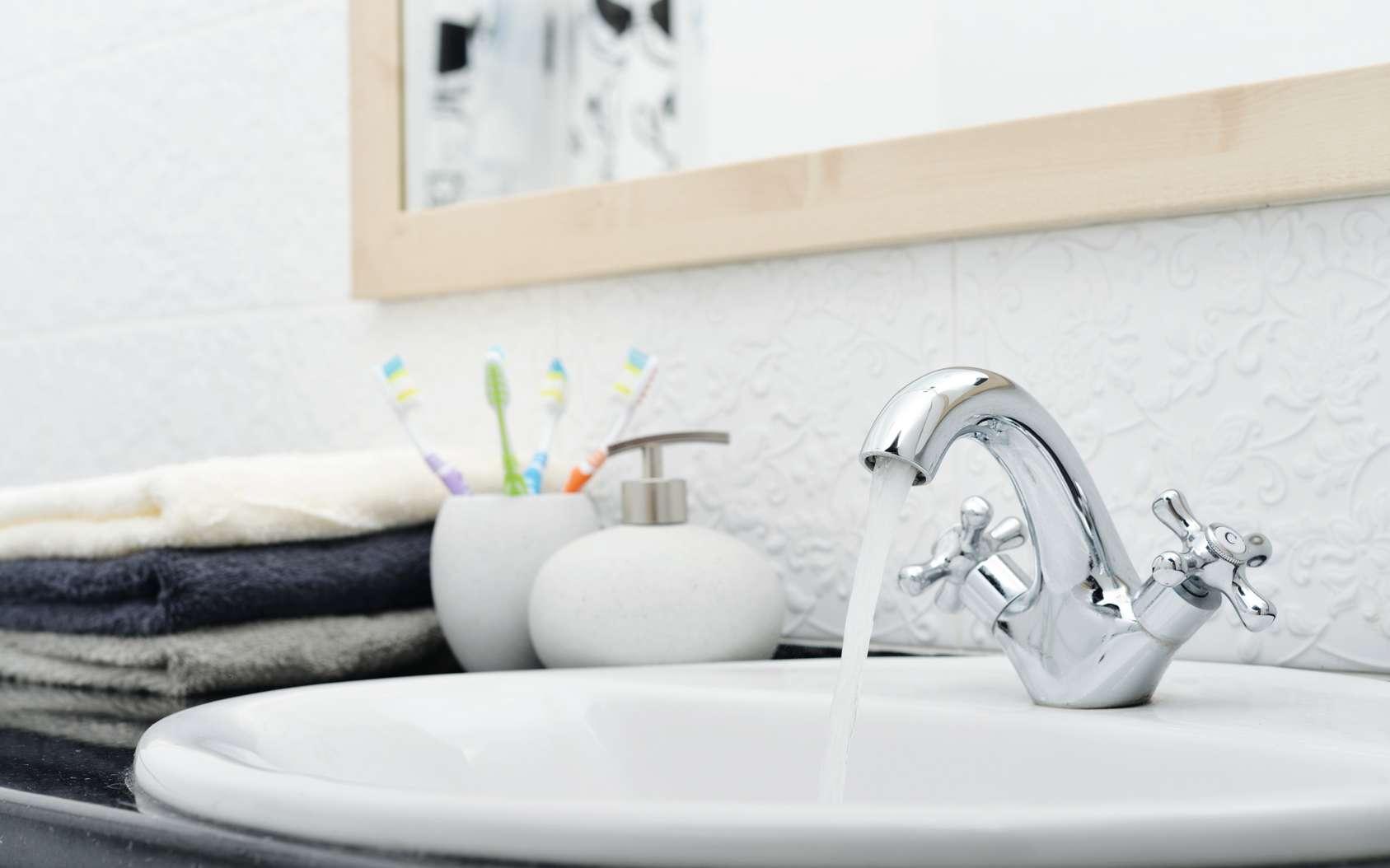 Le calcaire est souvent à l'origine des problèmes de robinet. © Fotolia