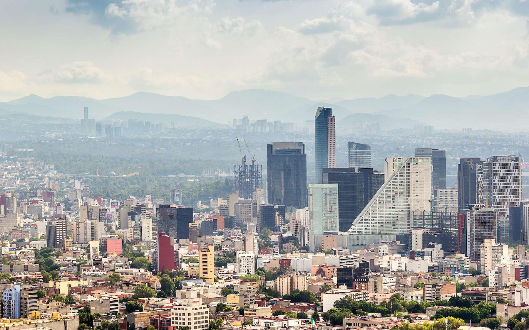 La ville de Mexico est construite sur le lit d'un ancien lac qui se compacte régulièrement sous l'effet de l'infiltration de l'eau. © zsuriel, Adobe Stock