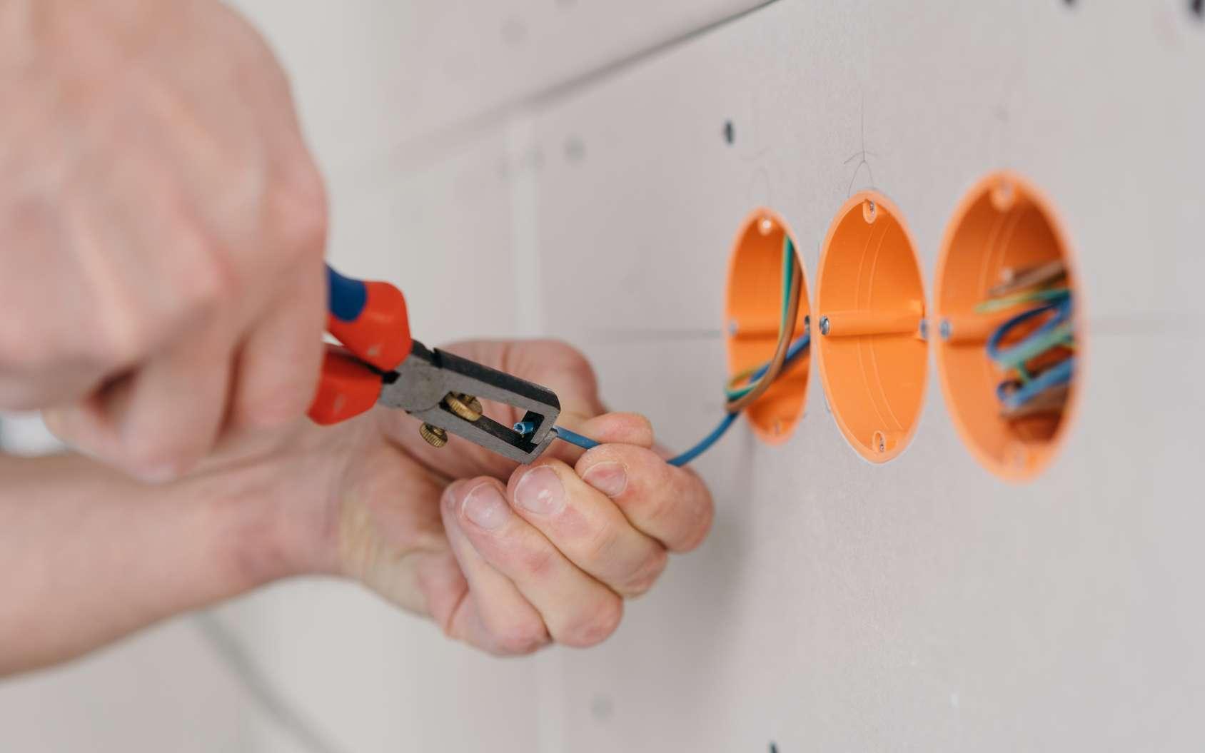 L'installation de l'électricité encastrée requiert des notions de base. © contrastwerksatt, Fotolia