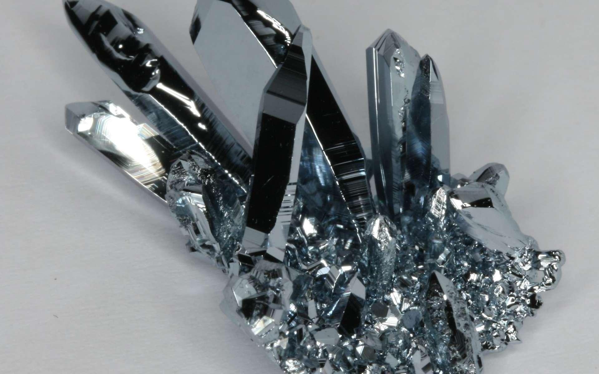 L'osmium est un métal gris-bleu brillant très difficile à produire. © Periodictableru, Wikimedia Commons, CC by 3.0