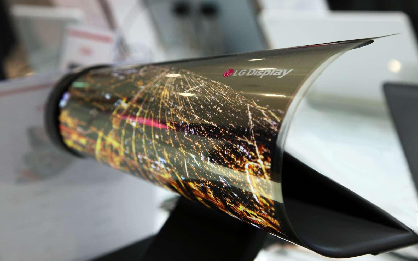 Il y a trois ans, LG Display avait dévoilé une dalle Oled de 18 pouces que l'on pouvait enrouler comme un journal. © LG