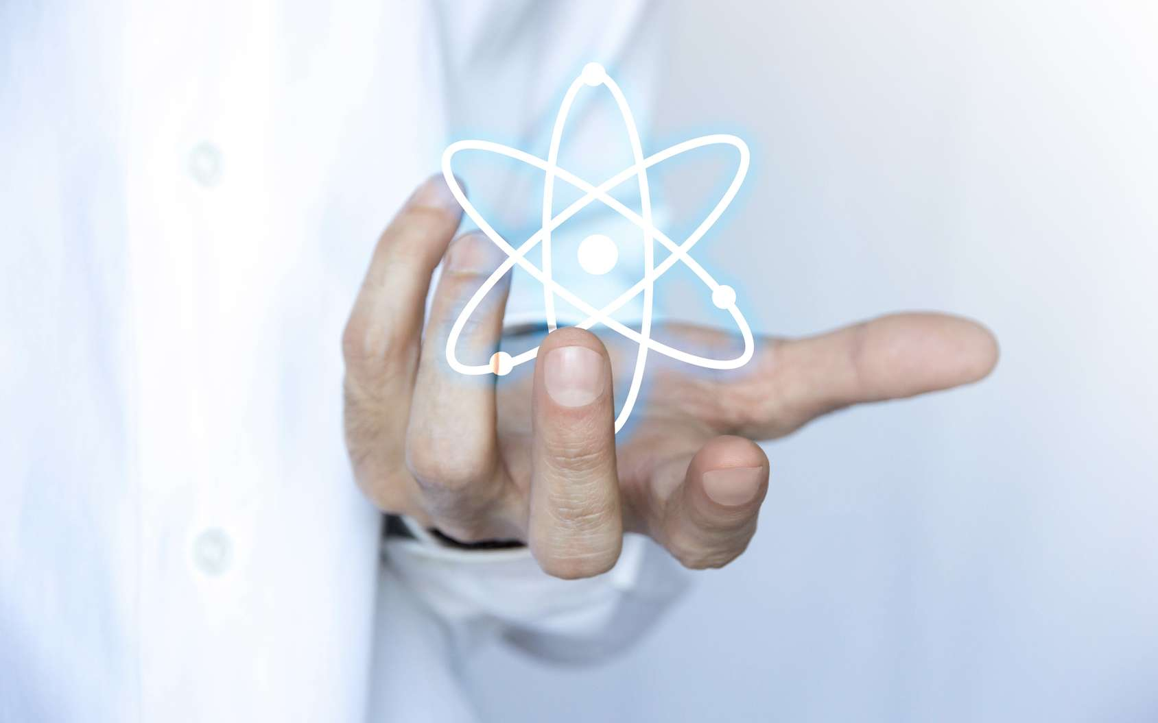 Le physicien tente de comprendre les lois fondamentales de la nature ou de trouver des applications innovantes à ses découvertes via l'élaboration de prototypes. © MG, Fotolia.