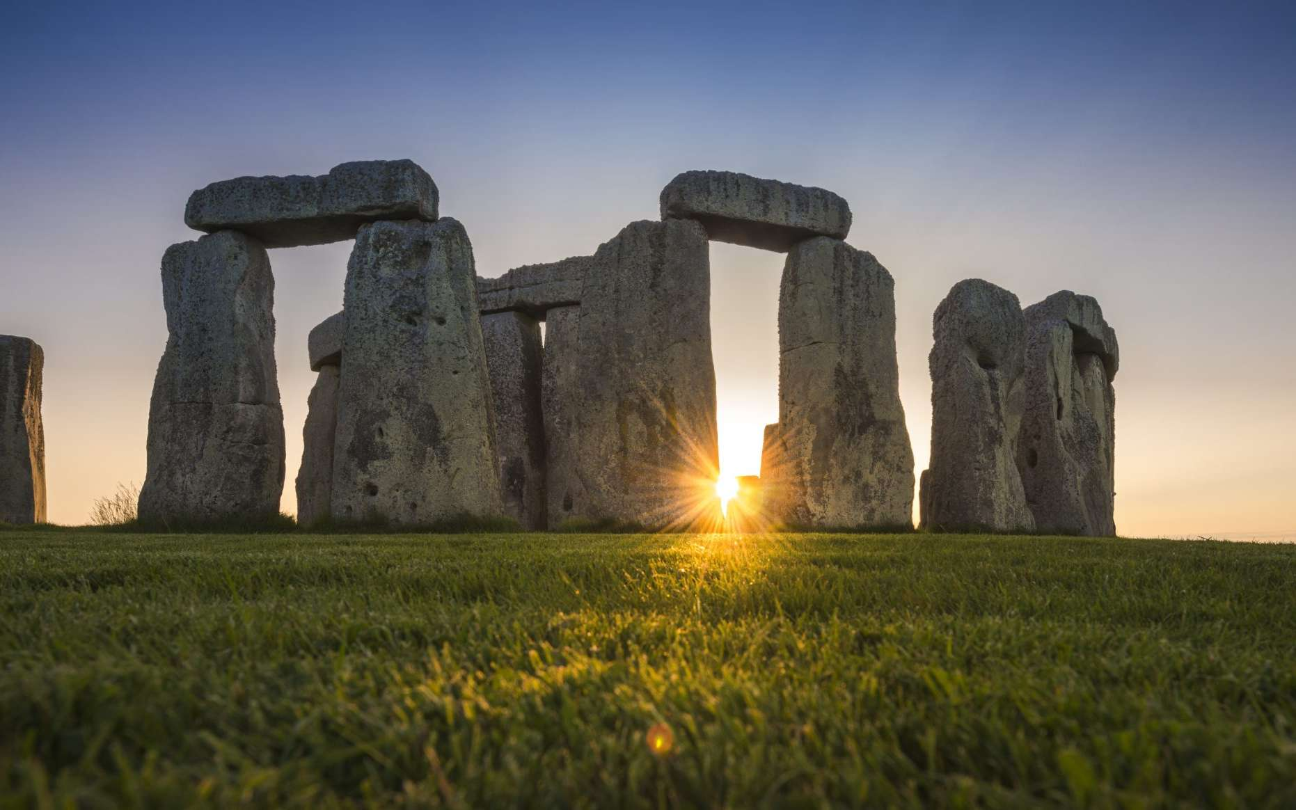 L'origine des mégalithes de grès sarsen formant le cœur de Stonehenge aurait enfin été révélée. © Andre Pattenden, English Heritage