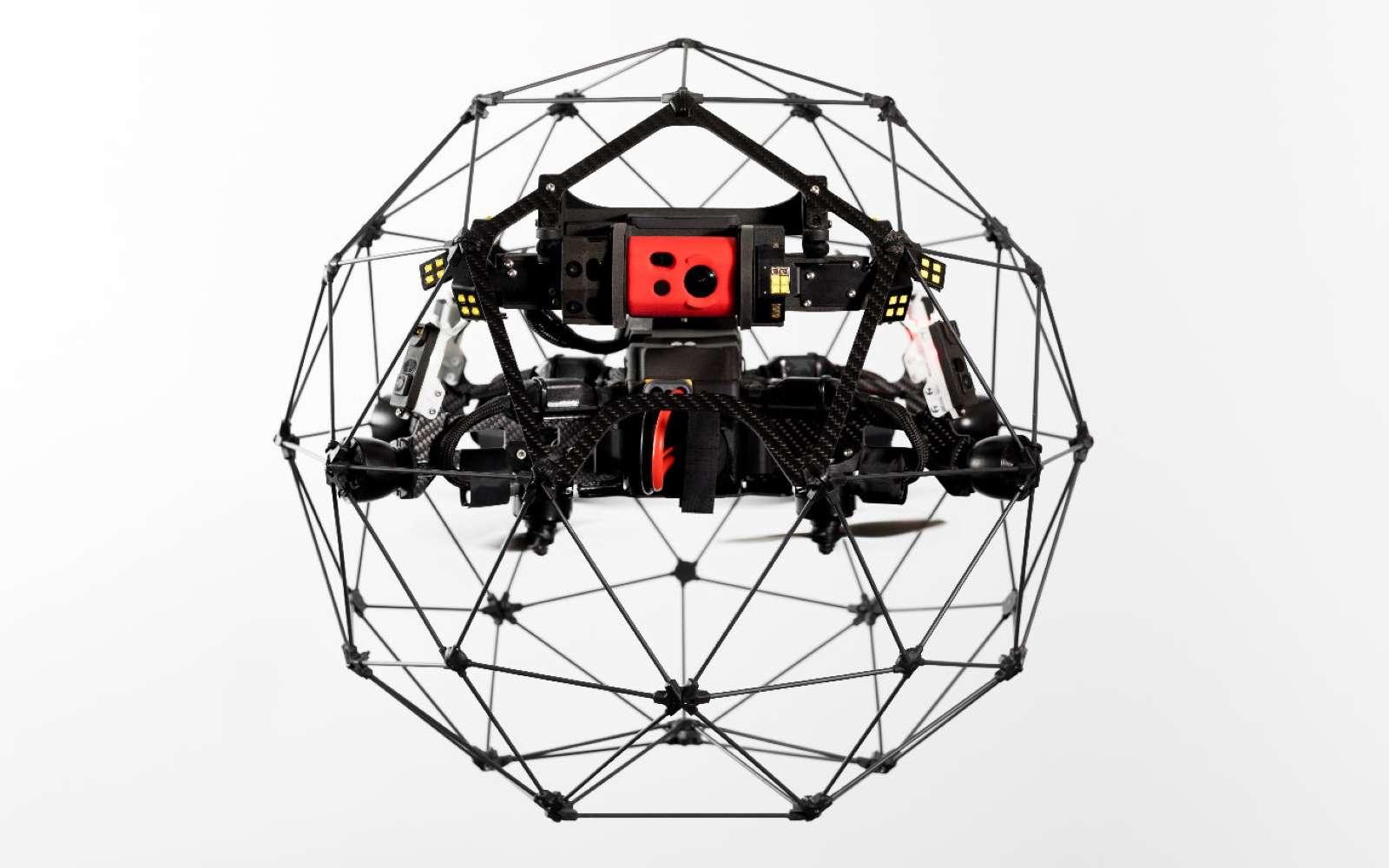 Le drone permet d'aller bien plus loin que les Hommes. C'est ainsi qu'Elios 2 a pu pénétrer au cœur du réacteur n° 5 de la centrale nucléaire de Tchernobyl à la recherche de déchets radioactifs. © Flyability