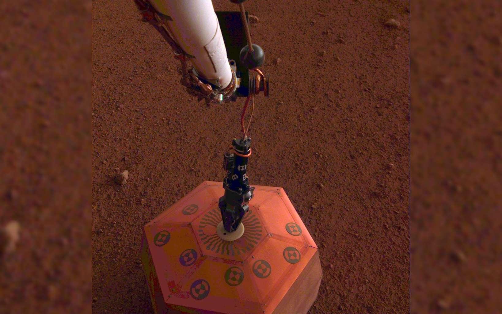 Le sismomètre Seis a été posé avec succès sur le sol de Mars le 19 décembre, lors du 22e jour d'InSight. © Nasa, JPL-Caltech